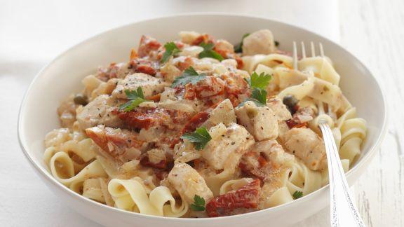 Rezept: Pasta mit Hähnchen-Sahnesoße und getrockneten Tomaten